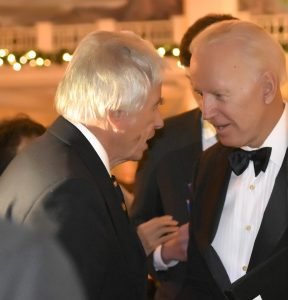 Don Bonker chats with former Vice President Joe Biden at a Tom Lantos Foundation event in 2018.
